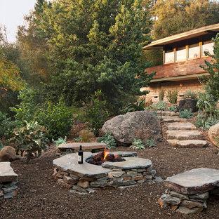 Exemple d'un jardin montagne avec du gravier et pierres et graviers.