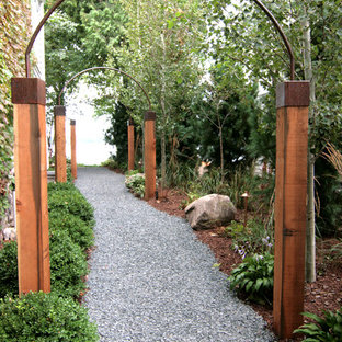 This is an example of a mid-sized traditional backyard gravel garden path in Minneapolis.