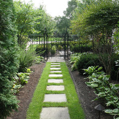 traditional landscape by Rolling Landscapes Inc.