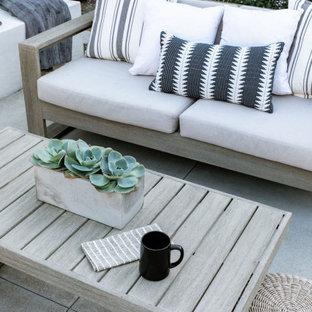 Mittelgroße Moderne Gartenkamin mit Betonplatten in Orange County