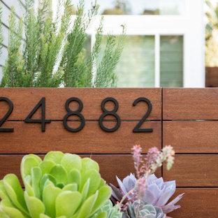 Mittelgroßer Moderner Gartenkamin mit Betonplatten in Orange County