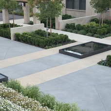 Contemporary Landscape by Thuilot Associates