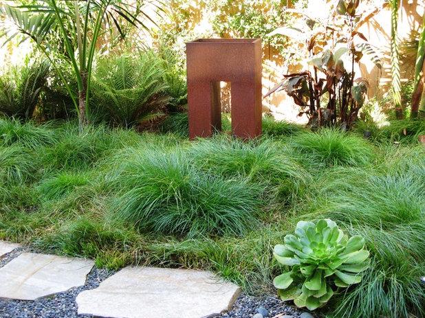 Contemporary Landscape by debora carl landscape design