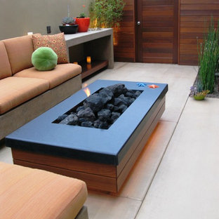 Inspiration for a contemporary landscaping in San Diego.