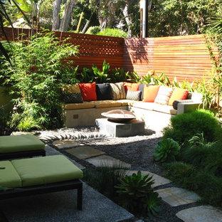 サンディエゴのコンテンポラリースタイルのおしゃれな庭 (ファイヤーピット) の写真