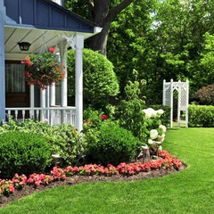 traditional landscape by Denise Dering Design