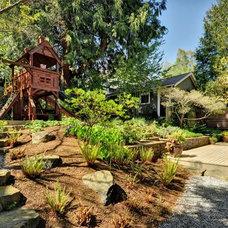 Traditional Landscape by Richartz Studios, Inc.