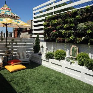 Stilmix Garten mit Pflanzwand in New York