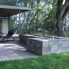 Modern Landscape by Derviss Design