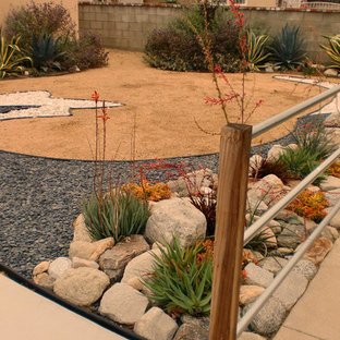 Design ideas for a mid-sized southwestern drought-tolerant, full sun and desert front yard gravel landscaping in Los Angeles.