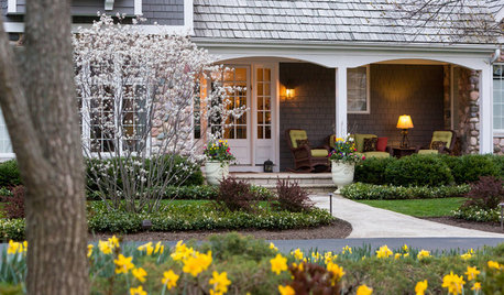 10 Essentials for a Welcoming Front Porch