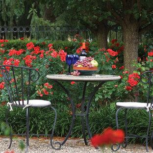 Idéer för mellanstora vintage trädgårdar i delvis sol, med grus