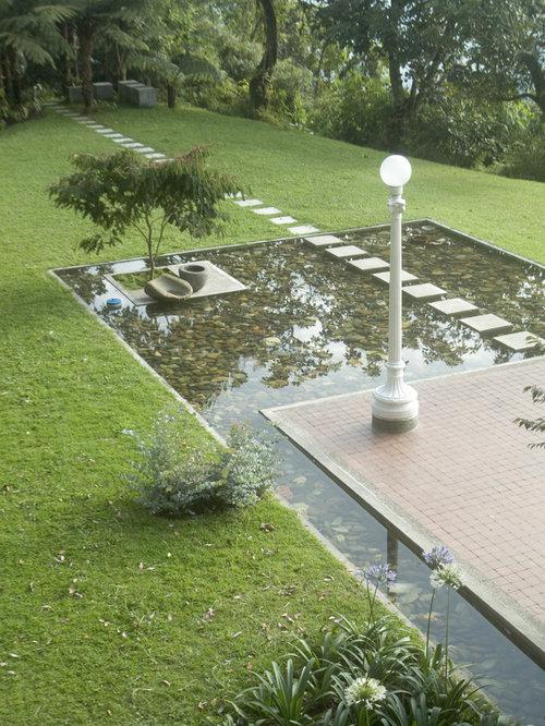 Stepping stones water feature houzz for Modern garden pond designs