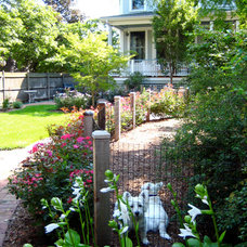 Traditional Landscape by Pat Bernard Design, Inc.