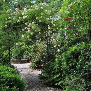Esempio di un giardino country
