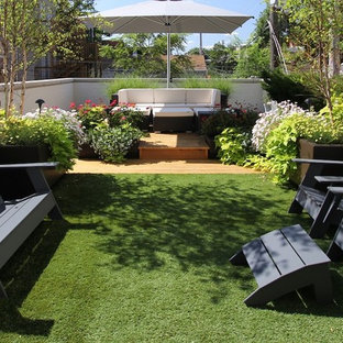 Inspiration for a small traditional backyard landscaping in Chicago.