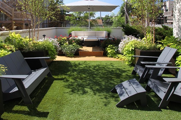 Traditional Landscape by Chicago Green Design Inc.
