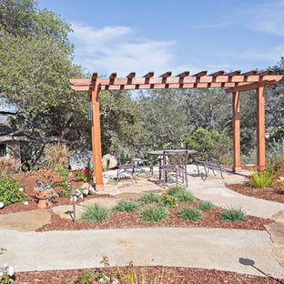 Design ideas for a traditional landscaping in San Luis Obispo.