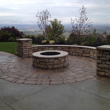 Traditional Landscape by Sunline Landscaping LLC