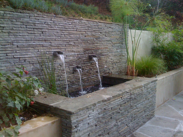 7 out of the box retaining wall ideas for Cheap garden wall ideas