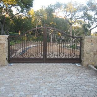 Foto de acceso privado mediterráneo, grande, en patio delantero, con adoquines de piedra natural