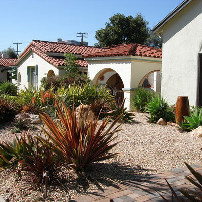 Design ideas for a mid-sized southwestern drought-tolerant and full sun front yard concrete paver landscaping in Los Angeles.