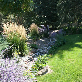 Inspiration for a mid-sized transitional drought-tolerant and partial sun side yard gravel landscaping in Denver for summer.