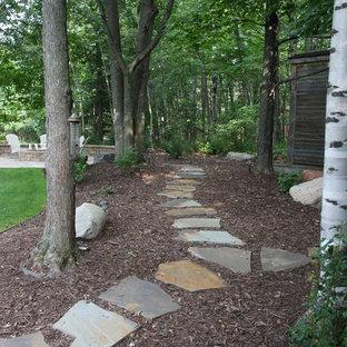 Идея дизайна: участок и сад на заднем дворе в классическом стиле