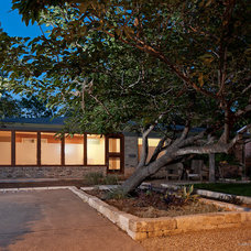 Contemporary Landscape by Stuart Sampley Architect