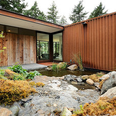 Contemporary Landscape by Gary Gladwish Architecture