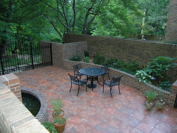 Traditional Landscape by Garden Environments