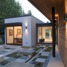 Modern Landscape by Lane Williams Architects