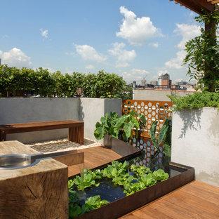Inspiration pour un grand jardin minimaliste avec un point d'eau et une exposition ensoleillée.