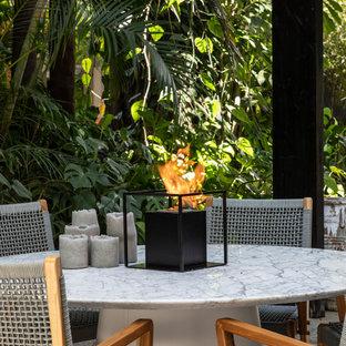 Geometrischer, Geräumiger, Halbschattiger Industrial Vorgarten mit Kamin in Miami