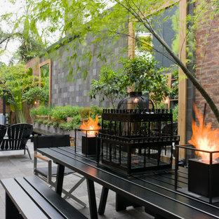 Geometrisches, Geräumiges, Halbschattiges Industrial Garten im Innenhof mit Kamin