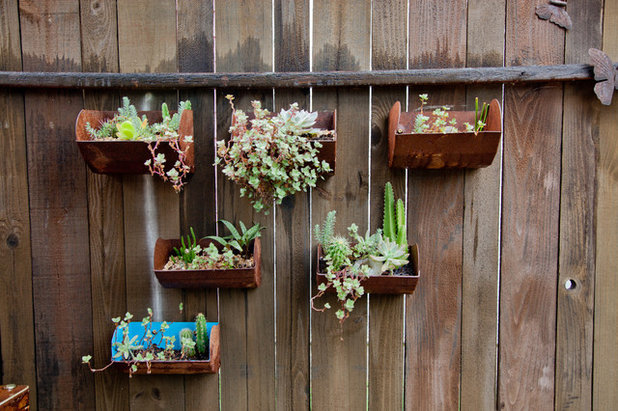Shabby-chic Style Garden by Sarah Natsumi Moore