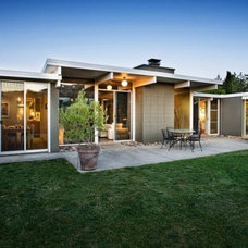 Modern Landscape by Modern Homes Realty