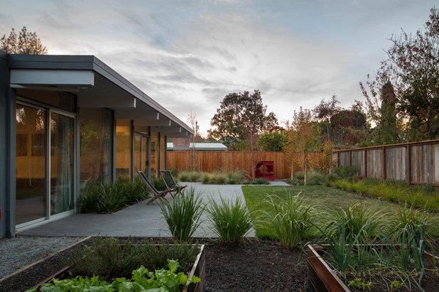 Midcentury Landscape by building Lab, inc.
