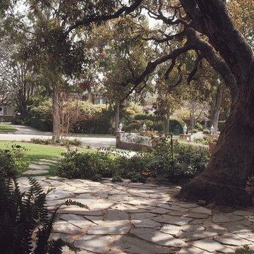 Elegant Cottage Retreat - Courtyard