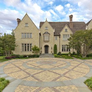 Photo of a traditional front yard brick driveway in Dallas.
