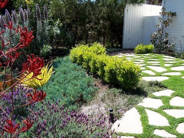 Farmhouse Landscape by BE Landscape Design