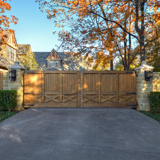 This is an example of a traditional front yard driveway in Dallas.