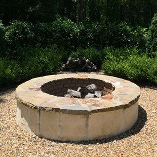 シャーロットのおしゃれな庭 (ファイヤーピット、砂利舗装) の写真