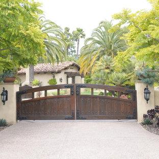 Diseño de jardín mediterráneo en patio delantero