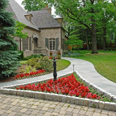 Traditional Landscape by Great Oaks Landscaping Inc