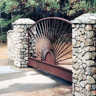 Design ideas for a mid-sized arts and crafts front yard full sun driveway in San Francisco with natural stone pavers.