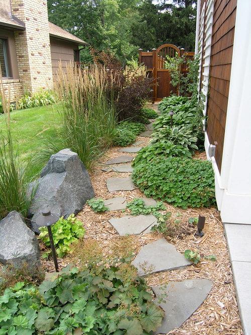 Traditional Side Yard Landscape Design Ideas, Remodels ... on Small Side Yard Ideas id=50591