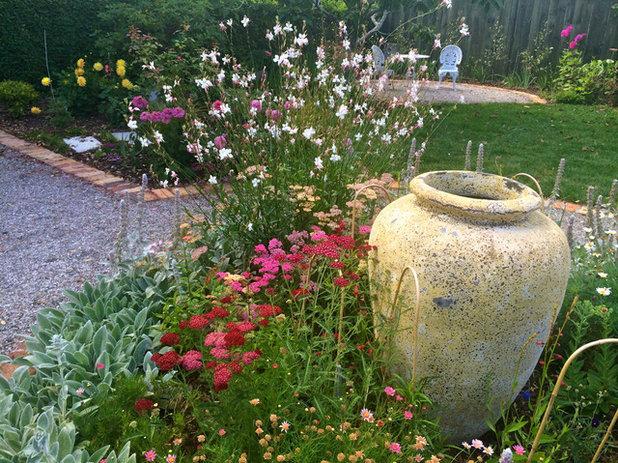 Rustic Garden by Kirsten Sach Landscape Design Ltd
