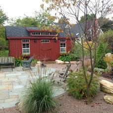 Farmhouse Landscape by Susan Els Garden & Landscape Design