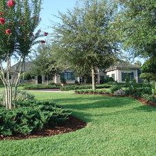 Traditional Landscape by MJM Design Group, Inc.